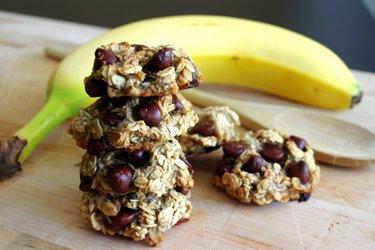 Trzyskładnikowe bananowo-owsiane ciasteczka bez mąki, cukru i jajek