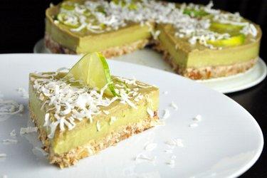 Surowe ciasto z awokado i limonką (bezglutenowe)