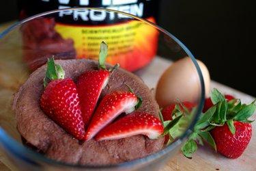 Szybkie ciasto białkowe z mikrofali (bezglutenowe, bezcukrowe)