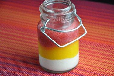 Zdrowa panna cotta z mango i truskawkami