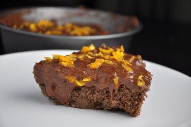 Zdrowe ciasto czekoladowo-pomarańczowe z ciecierzycy