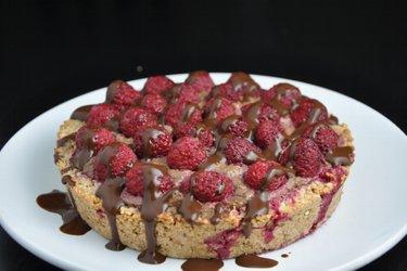 Ciasto malinowe z nadzieniem z awokado i kakao (bezglutenowe)