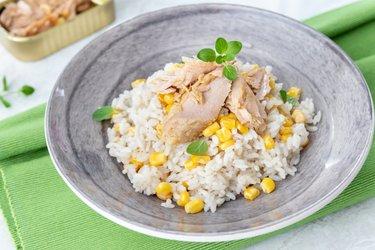 Ryż z tuńczykiem i kukurydzą
