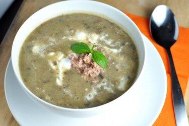 Prosta zupa pieczarkowa z ziemniakami i tuńczykiem