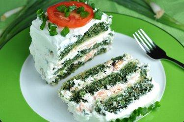 Dietetyczne ciasto szpinakowe z łososiem