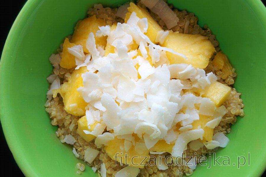 Egzotyczna kokosowo-ananasowa komosa ryżowa