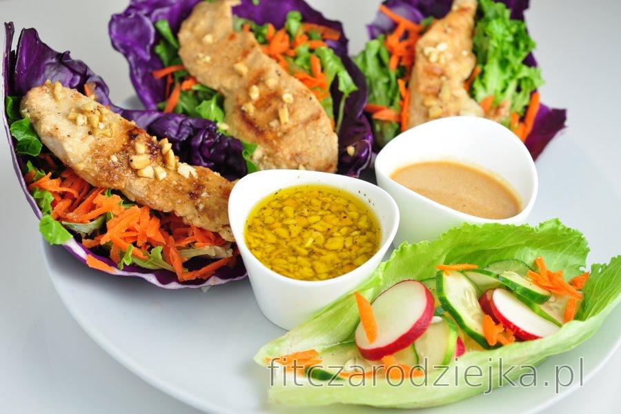 Wrapy z kurczaka i warzyw z dwoma sosami