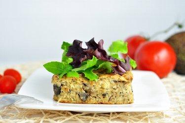 Kasza jaglana zapiekana z grzybami i sardynkami