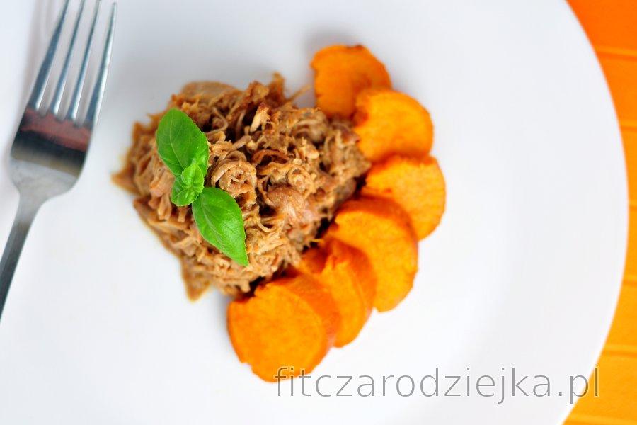 Pyszny szarpany kurczak z batatami