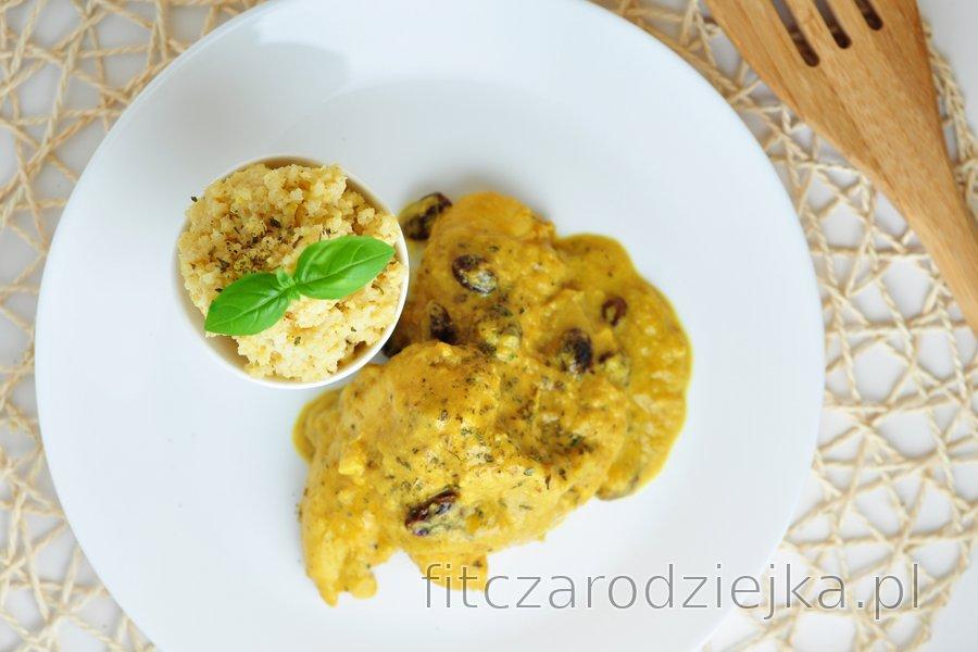 Egzotyczne piersi z kurczaka w sosie mango-kokosowym z kaszą jaglaną