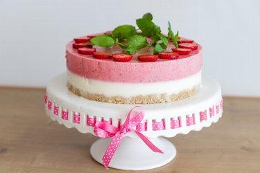 """""""Perfection"""" - zdrowe jogurtowo-truskawkowe ciasto na zimno"""