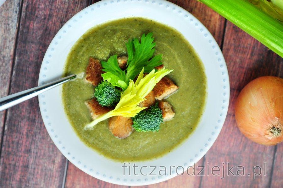 Prosta zupa z selera i brokułów