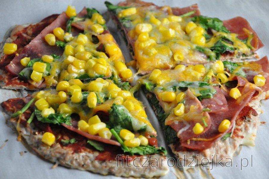 Ciasto na pizzę z tuńczykiem