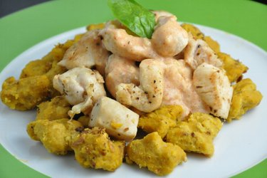 Dyniowe gnocchi z kurczakiem w sosie serowym