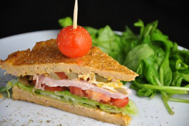 Zdrowa kanapka z tuńczykiem (bezglutenowa)