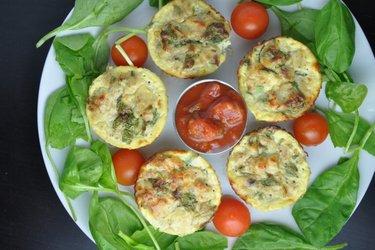 Zdrowe muffinki jajeczne z tuńczykiem