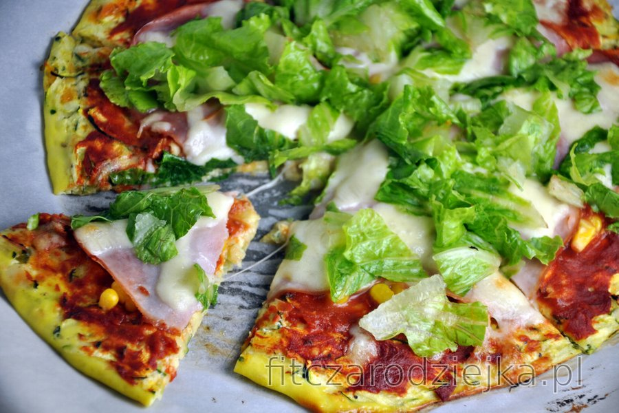 Zdrowe ciasto na pizzę z cukinii