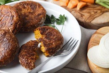 Zdrowe pieczone kotleciki marchewkowe